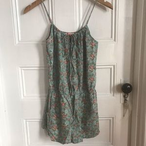 Supremely adorable romper w pockets 💐